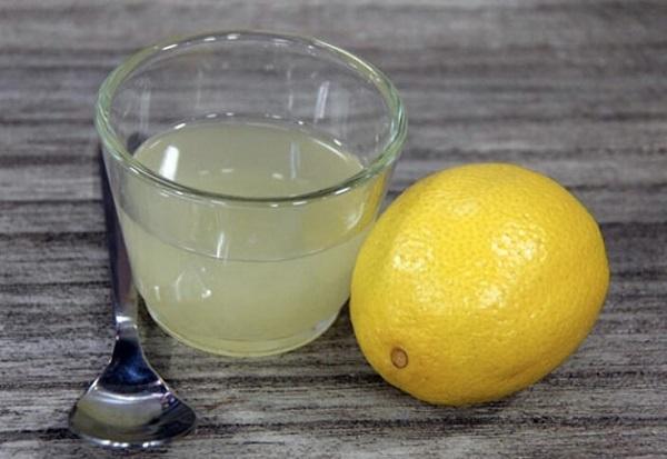 «Педикюрные носочки! Смешай глицерин, лимонный сок…» Справятся с болезненными мозолями и трещинами.