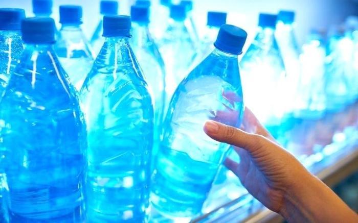 Почему вода в бутылке – величайшее жульничество за всю историю