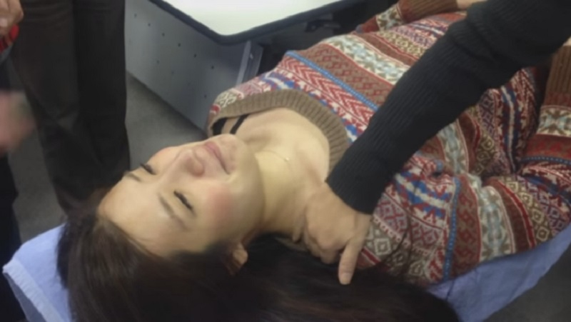 Суперлегкий трюк избавит от боли в области шеи и затылка за 10 секунд!