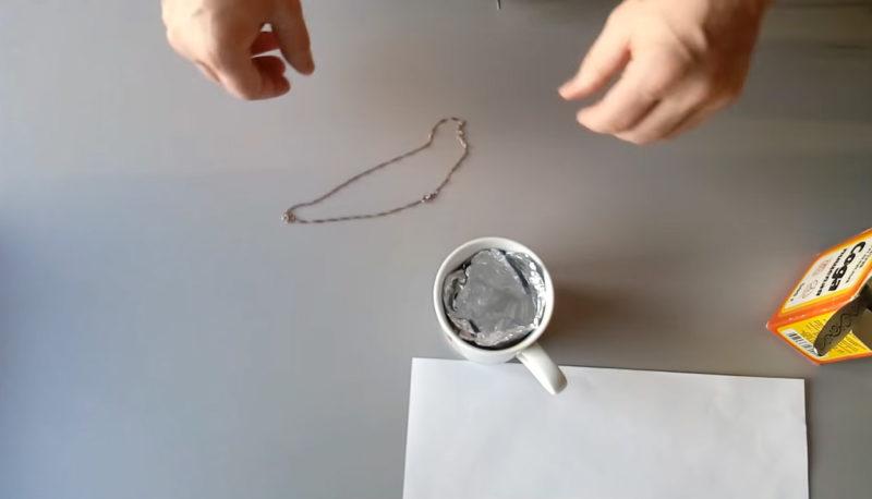 Самый быстрый и щадящий способ очистить серебро до блеска