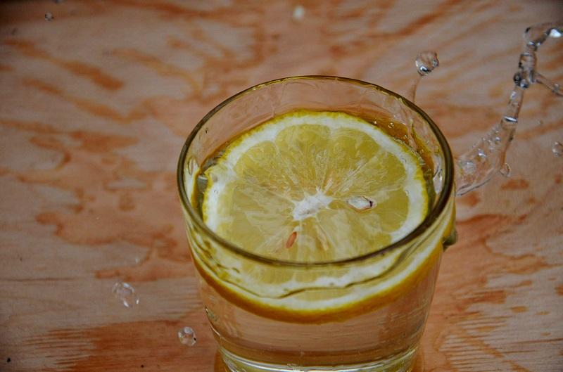 Выжми 1 лимон, смешай с 1 столовой ложкой оливкового масла. Теперь вовек меня не забудешь! Спасательный совет!
