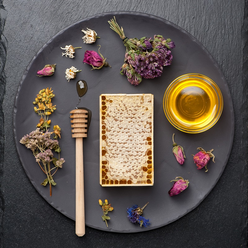 Зачем есть мёд на ночь: удивительное влияние на здоровье. Всё сладкое полнит, и только мёд возвращает формы.