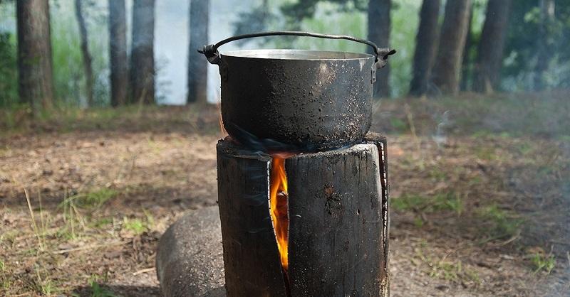 Шведский факел — потрясающая уловка, которая пригодится отдыхающим на природе! Чертовски полезно уметь…