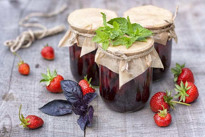 Клубничное варенье как мармелад: 5 необычных рецептов для ценителей.