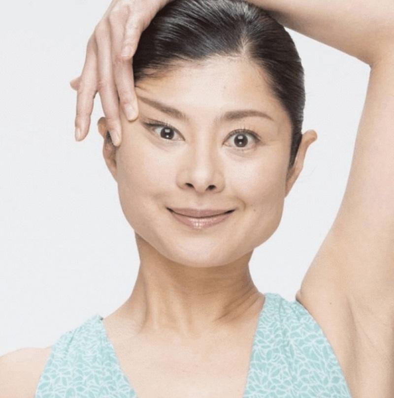 Мамада Йошико: «Рассказываю, как подтянуть лицо, тратя 10 секунд в день! Встань перед зеркалом…». Экспресс-подтяжка контуров и профилактика двойного подбородка.