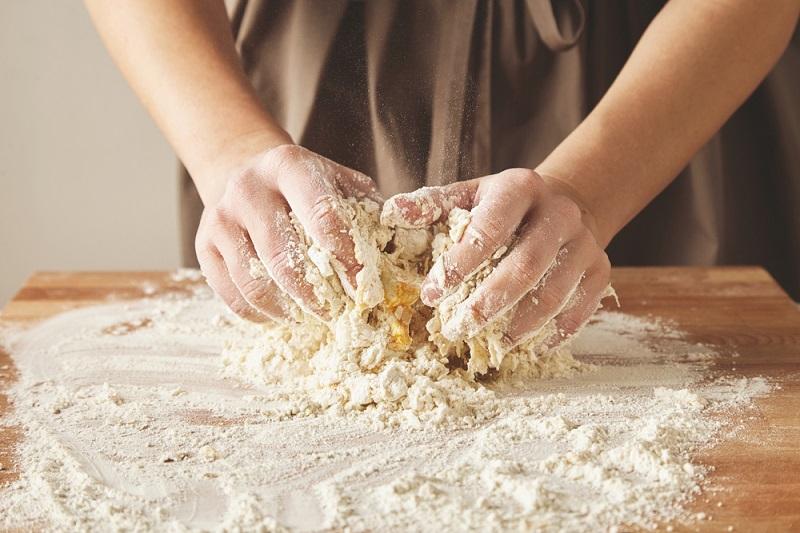 Слоеное тесто «Без лишних движений»: не нужно ничего слоить и раскатывать, просто смешиваешь. Палочка-выручалочка, а не тесто.