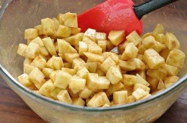 Сказочный яблочный штрудель — десерт для тех, кто придерживается строгой диеты.