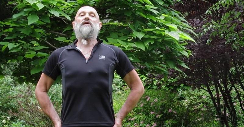 Александр Дроженников: «Это упражнение обязательно поможет тем, у кого свисает живот, опущен желудок…»