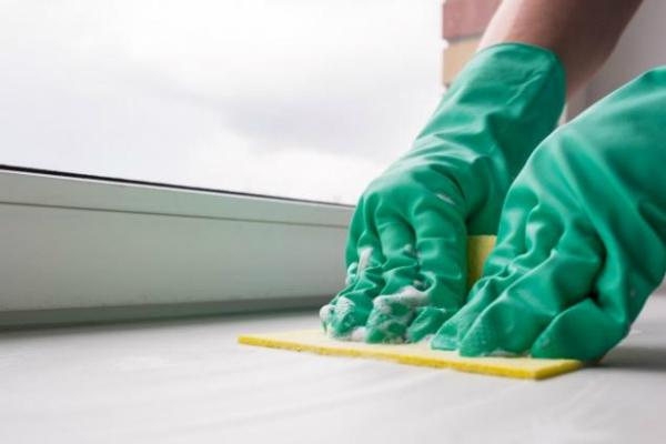 Даже самые устойчивые пятна исчезнут без следа, если почистить подоконник этим средством!