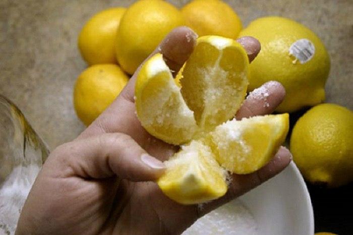 Нарезаю несколько лимонов и кладу их около своей кровати. Вот почему…