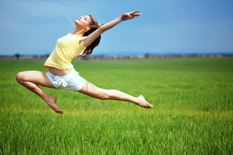 Каждое утро 10 минут упражняюсь: весь день душа поет, а тело порхает. Выполняю после пробуждения за 10 минут.