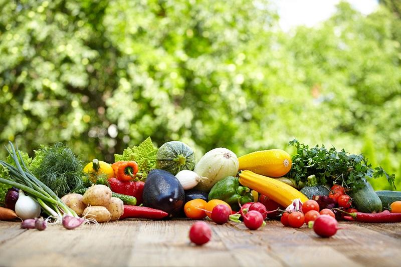 Пищевая сода всегда готова помочь дачнику! Посыпаю муравьев в огороде, они уходят. Помощь в борьбе с вредителями.